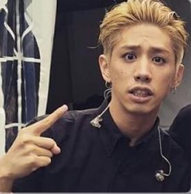 takaさんの金髪オールバック