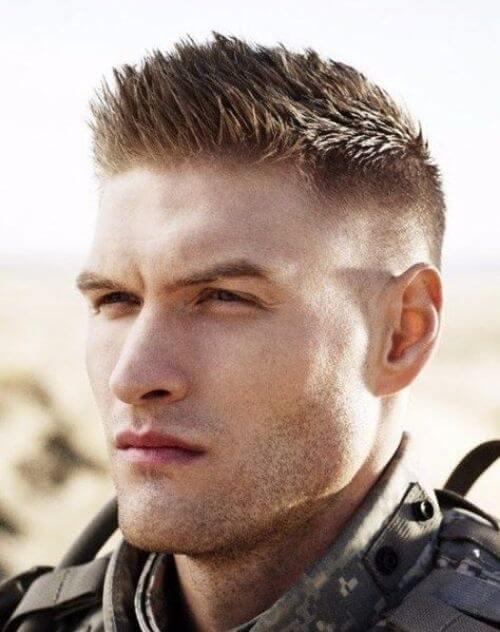 軍人のスパイキーヘア